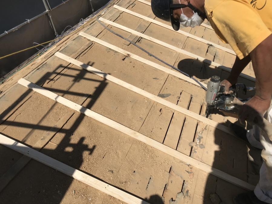 ガルバリウム屋根に葺き替え 通気胴縁取付