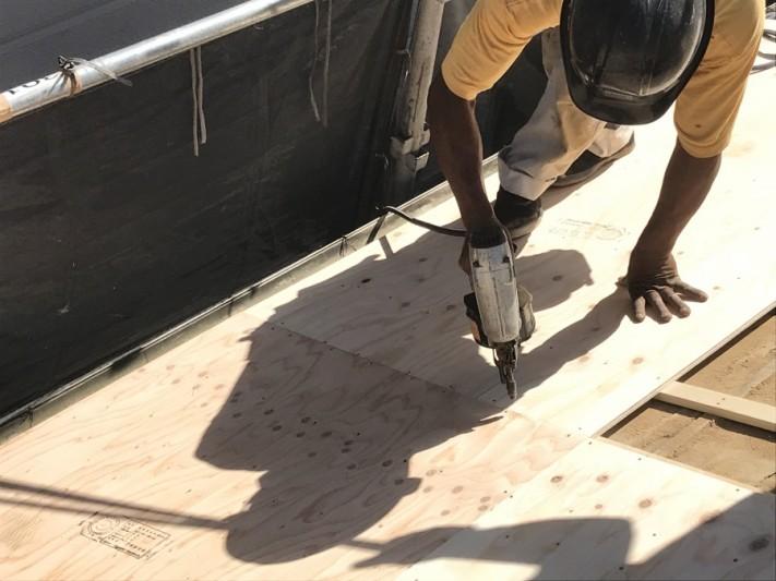 神戸市北区 ガルバリウム屋根に葺き替え 構造用合板12mm取付