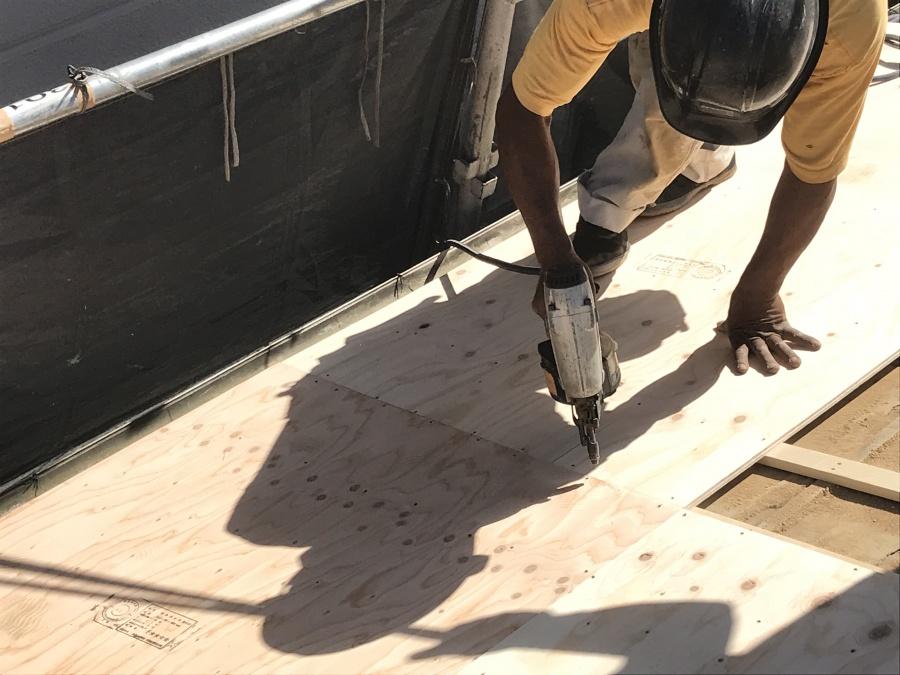 ガルバリウム屋根に葺き替え 構造用合板12mm取付