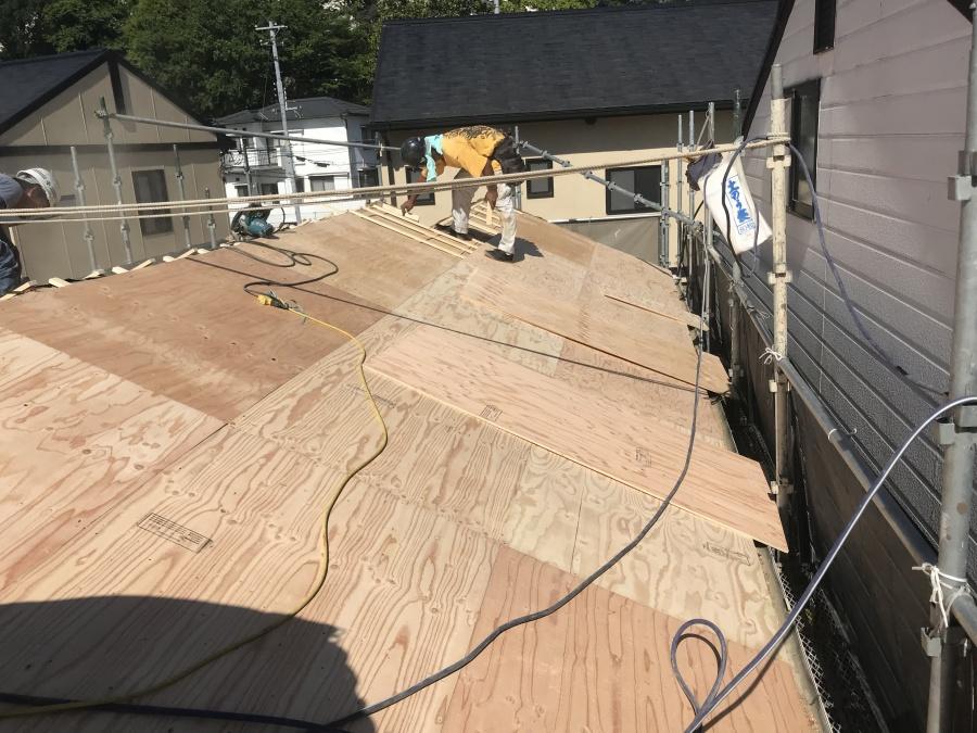 ガルバリウム屋根を固定するための下地完成
