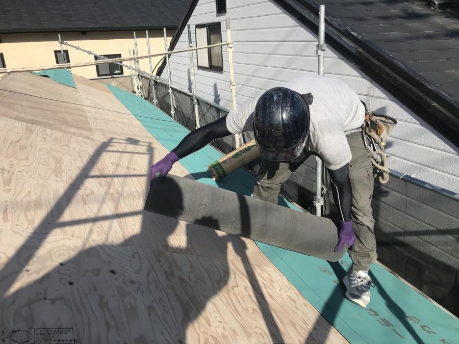 防水シートの敷き込み