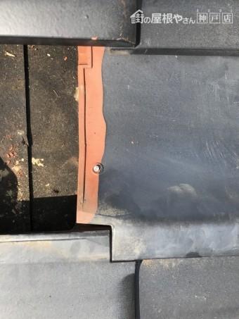 瓦差替え 桟瓦を釘打ちします。