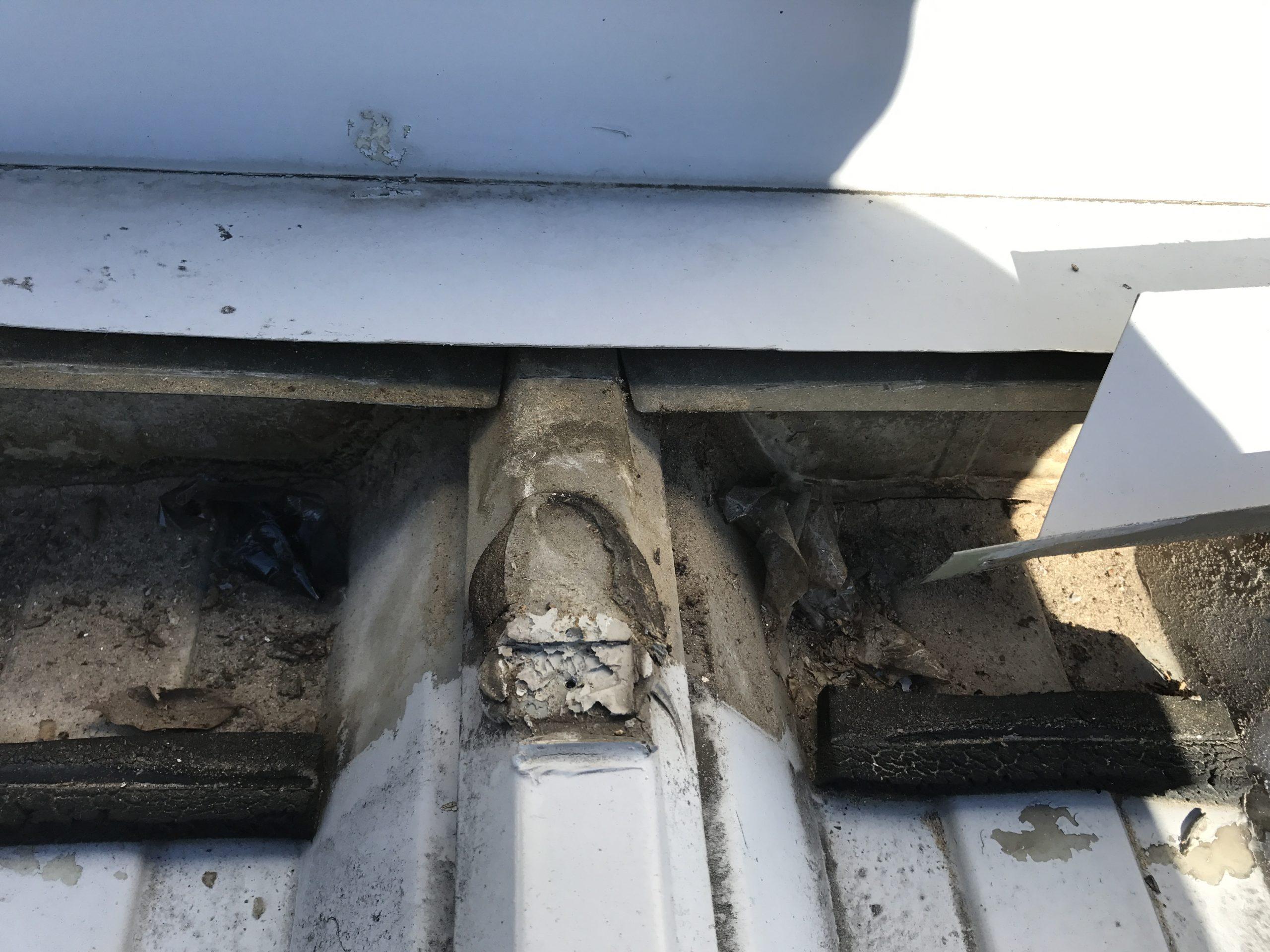 壁際面戸の様子 ゴミの蓄積