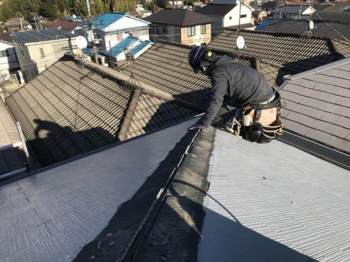 隅棟交換工事貫板を捲ります。