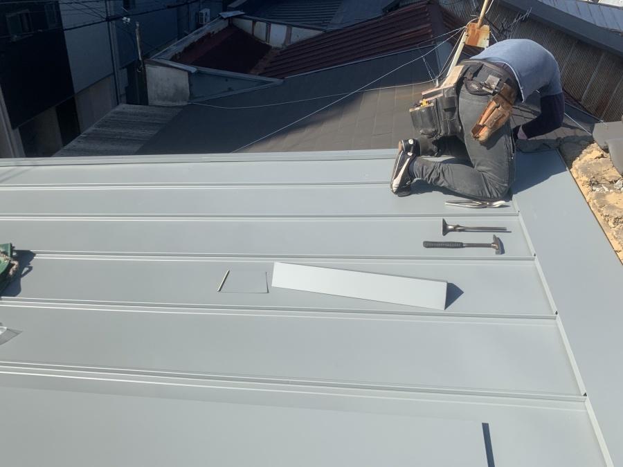 屋根取り合いの雨押え取付