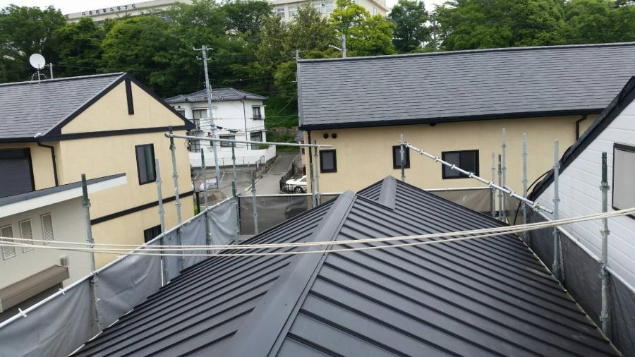 ガルバリウム鋼板の屋根立平葺き完成
