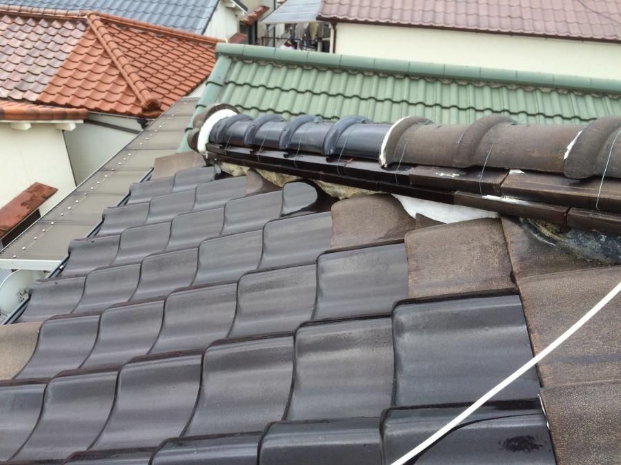 棟下漆喰の剥がれにより葺き土の露出