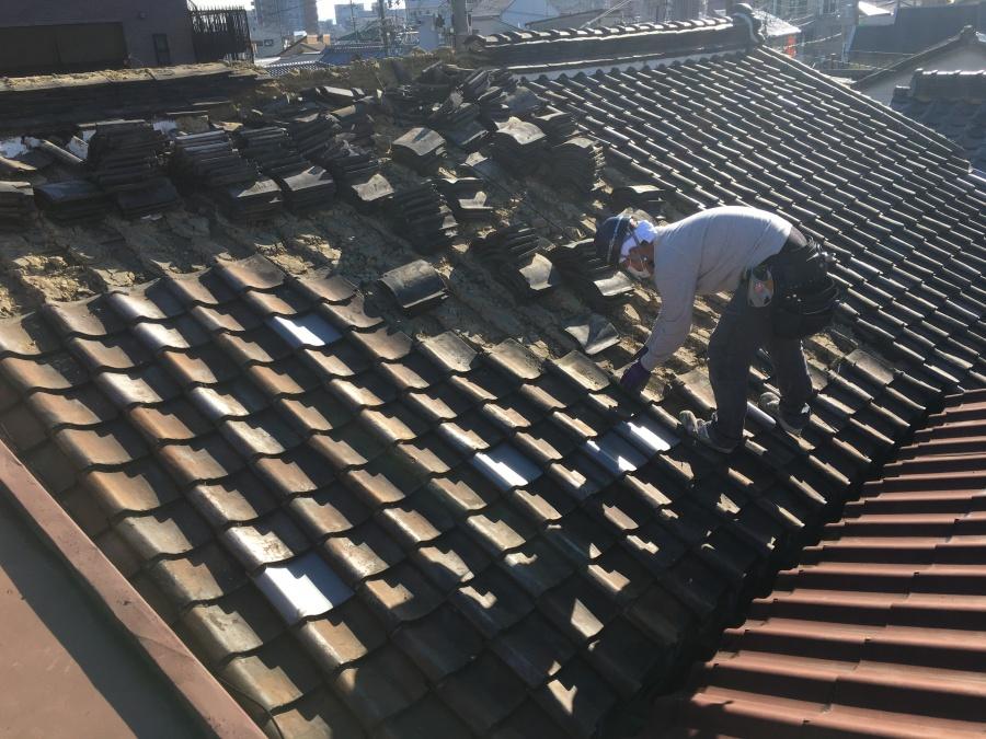 葺き替え工事 屋根の瓦の捲り