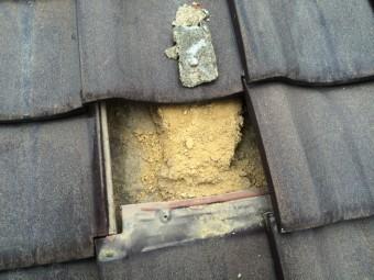 平瓦下の葺き土の崩れ