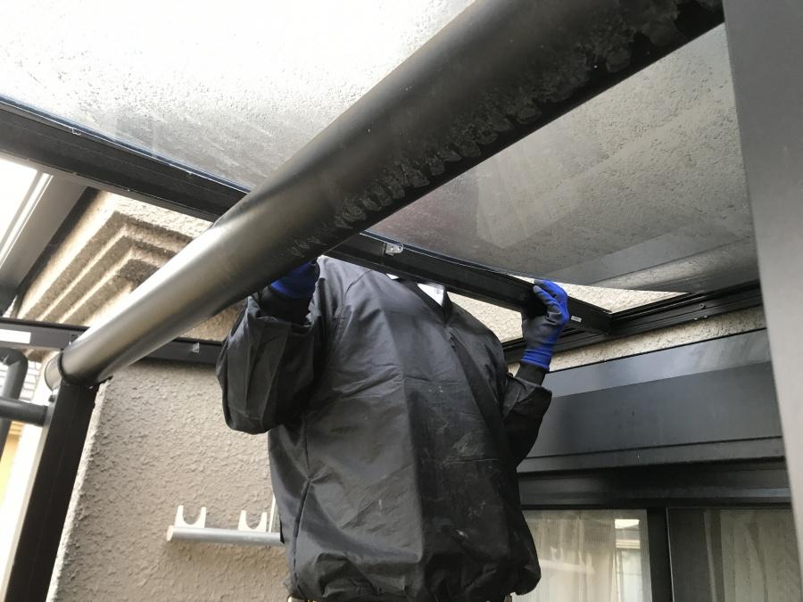 ベランダテラスの既存の屋根を取り外す