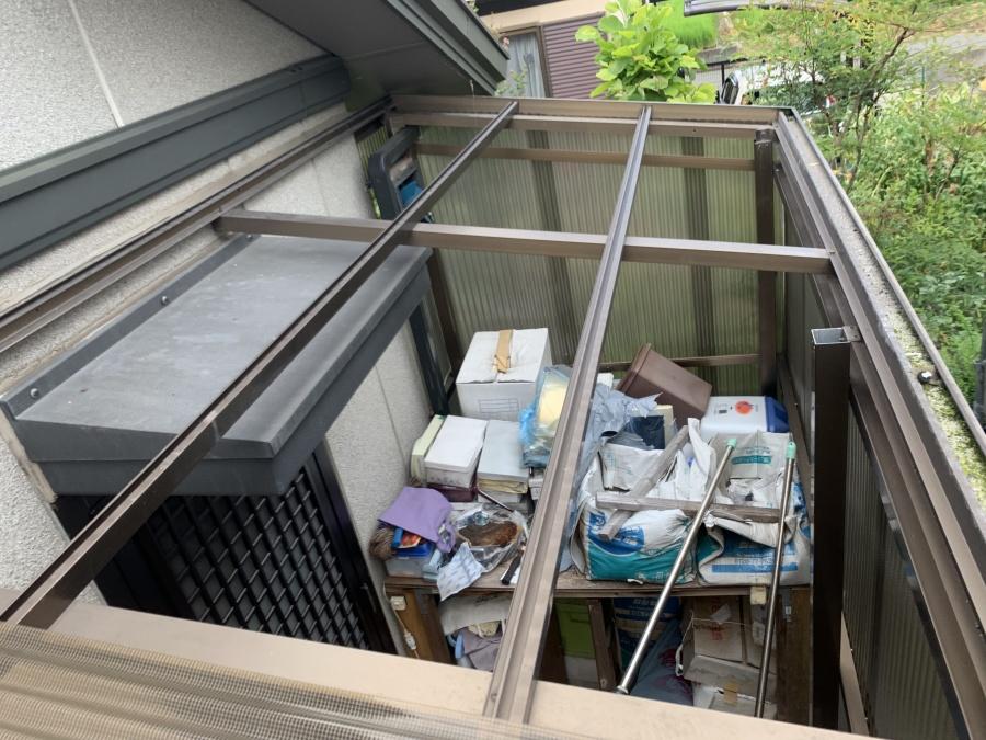 倉庫の波板の屋根が飛散このままでは荷物が濡れてしまいます。