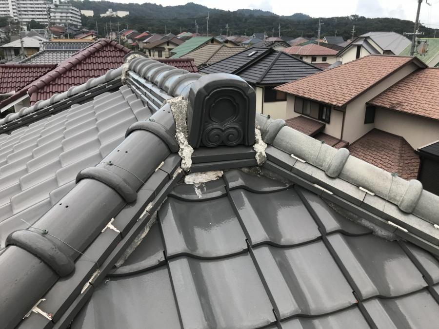 瓦屋根点検時の釉薬瓦葺きの屋根