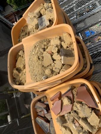 神戸市北区 屋根葺き替え 屋根の葺き土を撤去します。