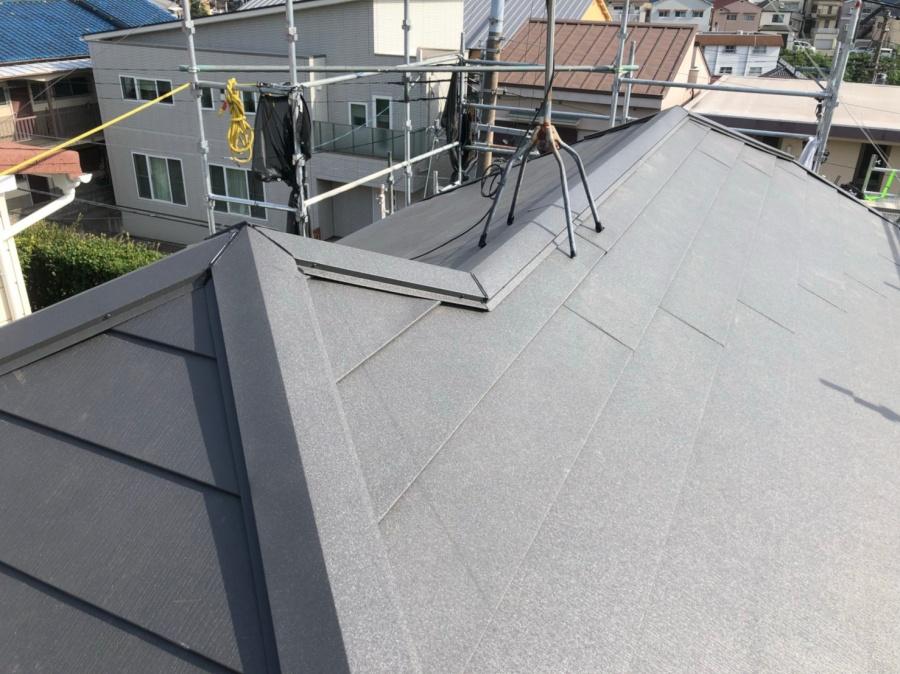 屋根葺き替えでスーパーガルテクト葺き完成