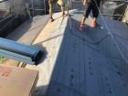 神戸市北区 屋根葺き替え 改質アスファルトルーフィングを敷き込みます。
