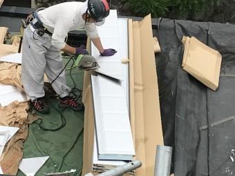 神戸市灘区スーパーガルバリウム鋼板ガルテクト葺き ガルテクトをカット