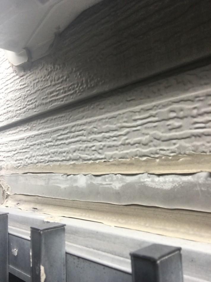 サッシのサイデイング外壁とのおさまりが変です。