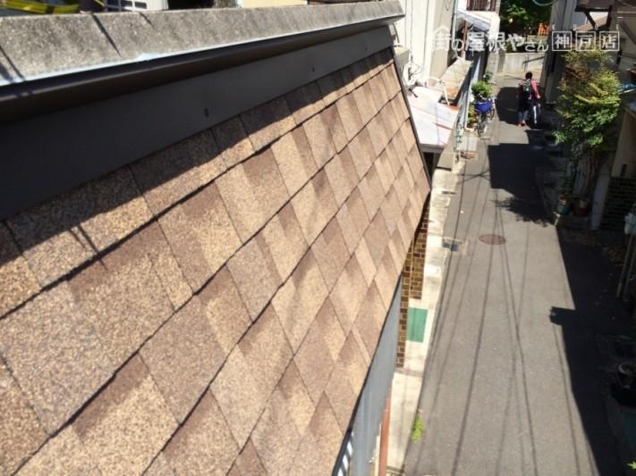 1っカ月点検 垂れ壁部分のアスファルトシングル葺きも見事なものです!