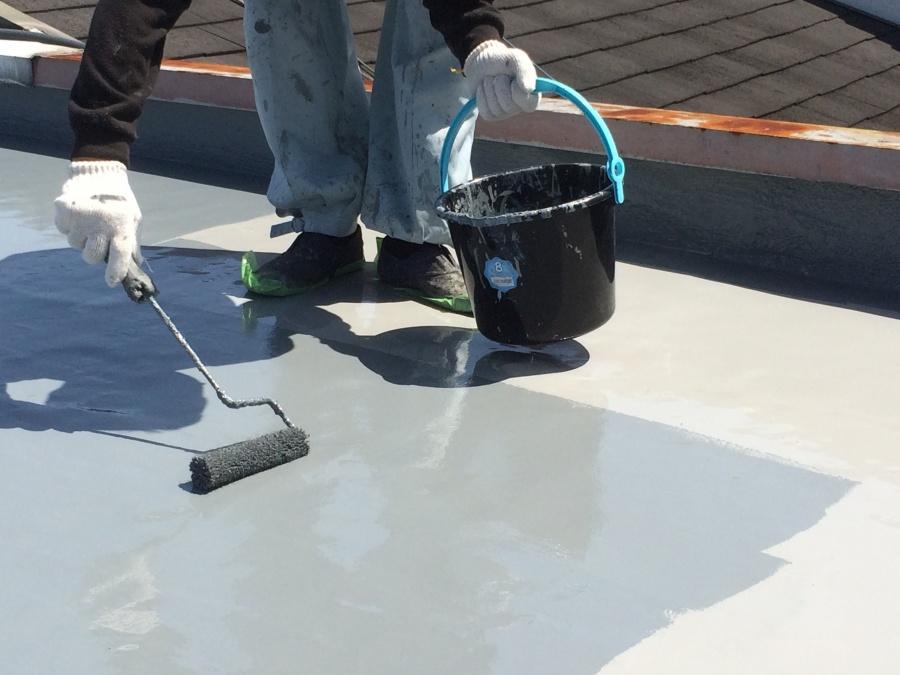 土間にトップコートを塗布していきます!