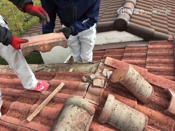 棟際まで収め直すので、棟も1度解体します。