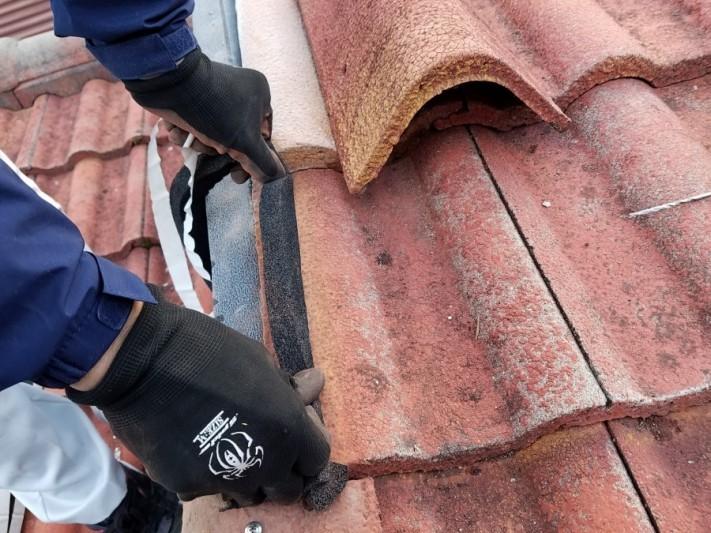 ケラバの吹き込みを防ぐ、防水シーラーを入れます。