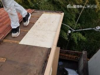 垂木に野地板を新設します。