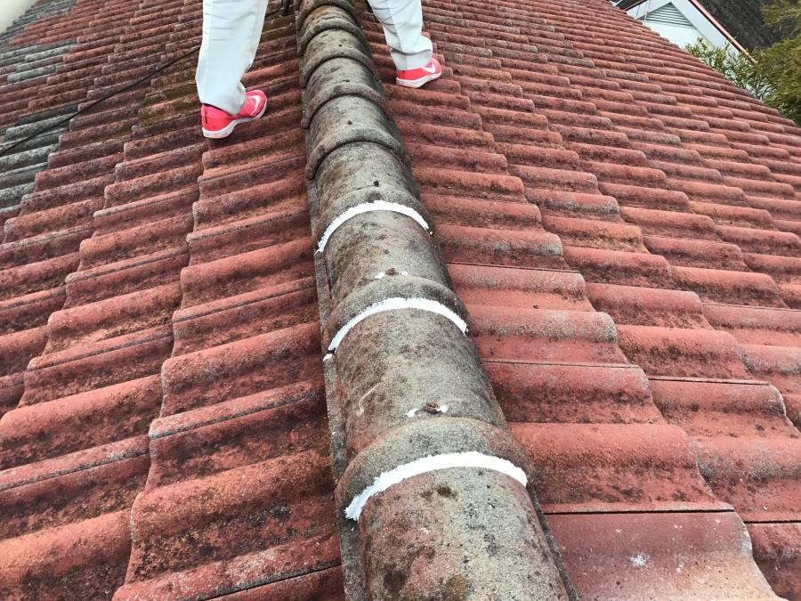 解体していた棟も積み直し、隙間をコーキングで埋めます。