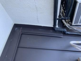 神戸市須磨区 葺き替え工事立平葺き壁との取り合いをシーリング処理