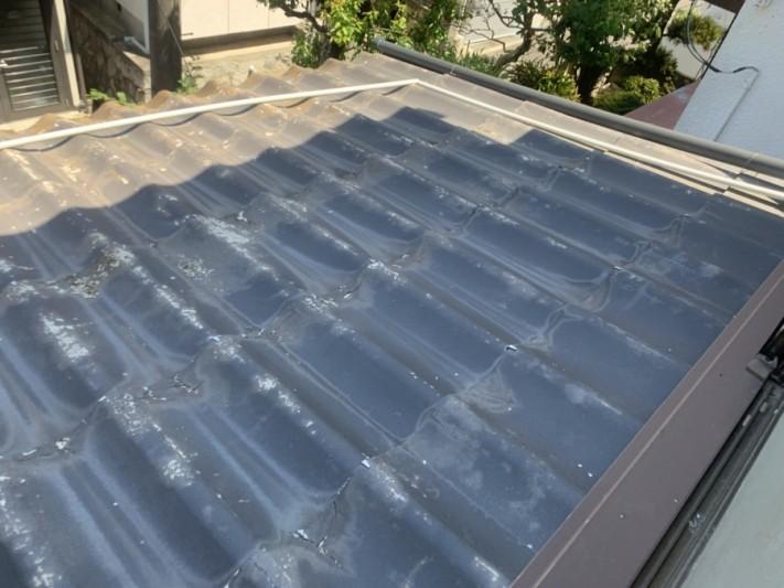 かわらU屋根の葺き替えを着工致しました。屋根現状