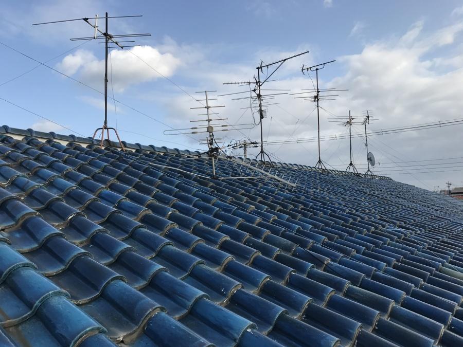 青緑色の釉薬瓦の屋根