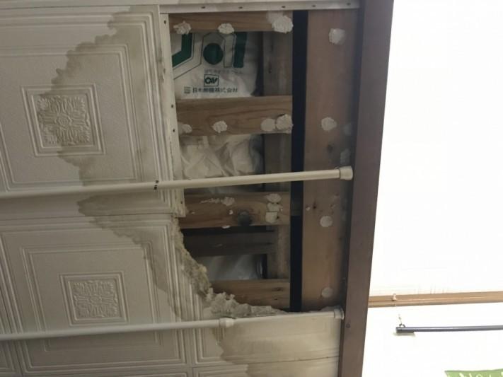 居室天井雨漏り被害