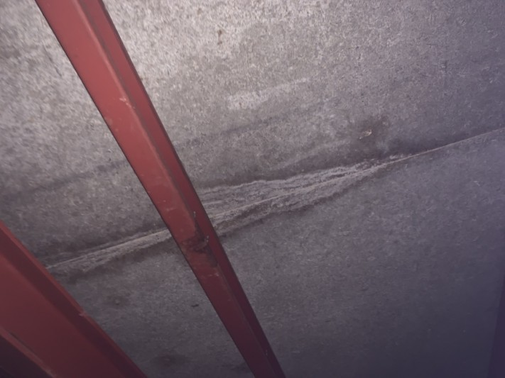 雨漏り平場部分屋根裏の様子
