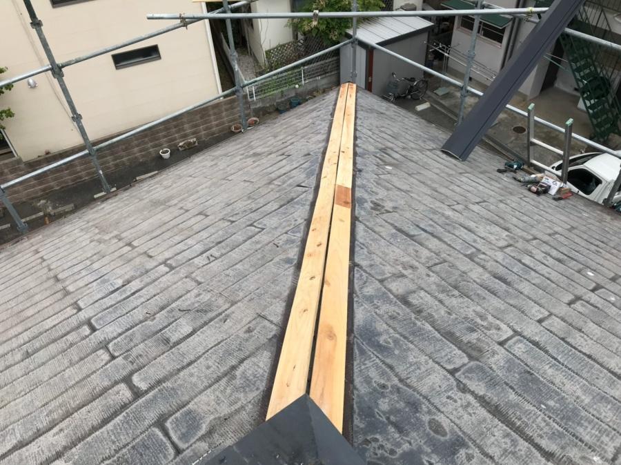 棟板金の受け木貫板の取付