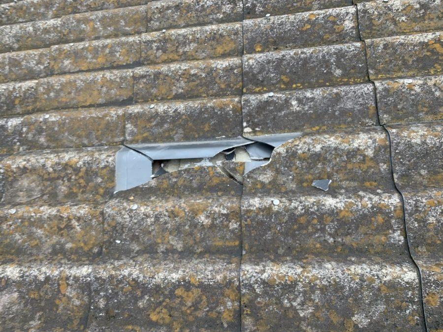 大和スレート Yかわら屋根 飛来物による瓦の割れ